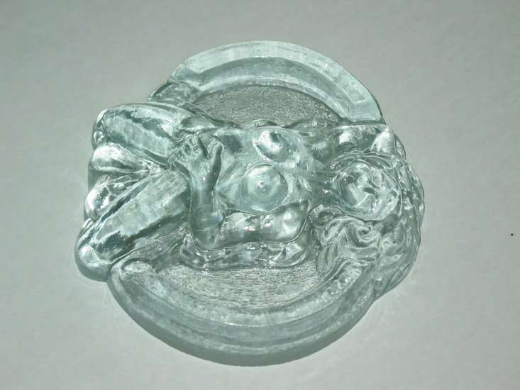 Artwork >> Bust Glass >> Ashtray